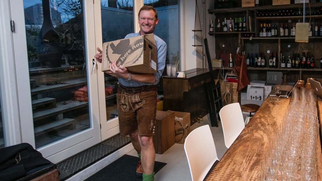 TeeDawn har travlt med at bringe øl ud til firmaernes julefester.