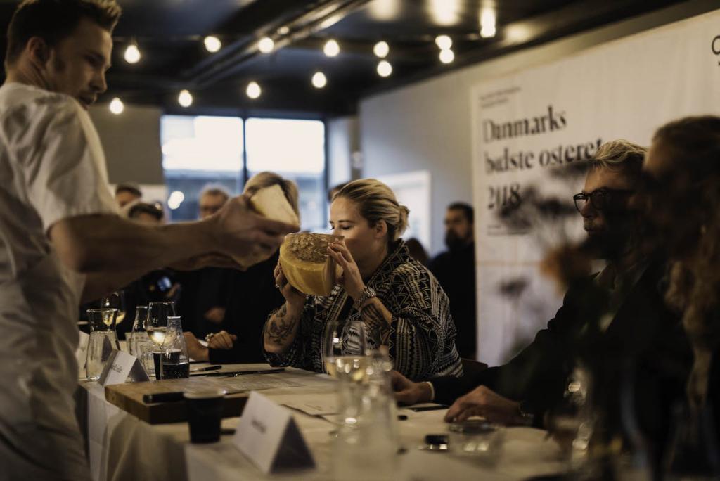 Der var stor opbakning til Årets Ret Med Ost i 2018, hvor Restaurant Jordnær endte med at løbe med sejren foran en begejstret jury. Foto: Liv Kastrup