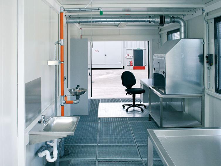Laboratorie-container fra DENIOS