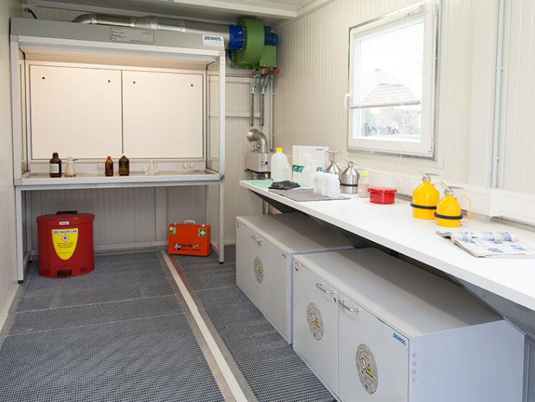 Mobil laboratorie-container