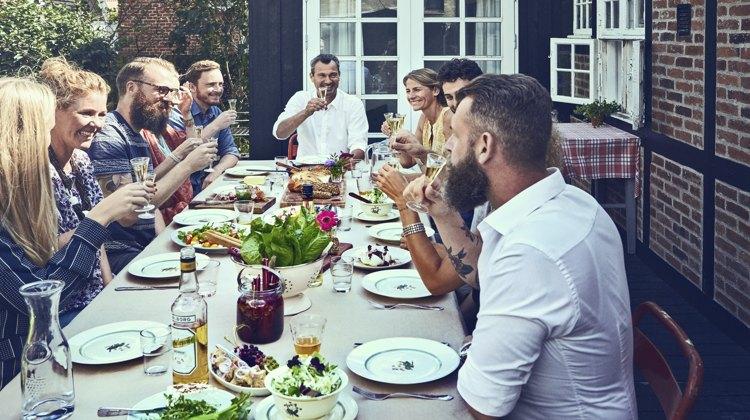 Akvavit og snaps er bestemt ikke sæsonbestemt, de kan derimod give krydderi og kant til dine frokost- og middagsretter og drinks hele året.