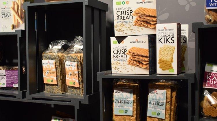 Madam Butterfly sælger blandt andet økologiske knækbrød og kiks der kan konkurrere på prisen med konventionelle produkter