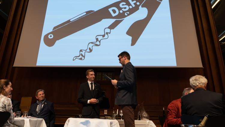 Identificer værten og start serveringen, lød det fra Christian Aarøe, præsident i Dansk Sommelier Forening, da finalen i DM i sommelier blev skudt i gang. Foto: A.B.N.