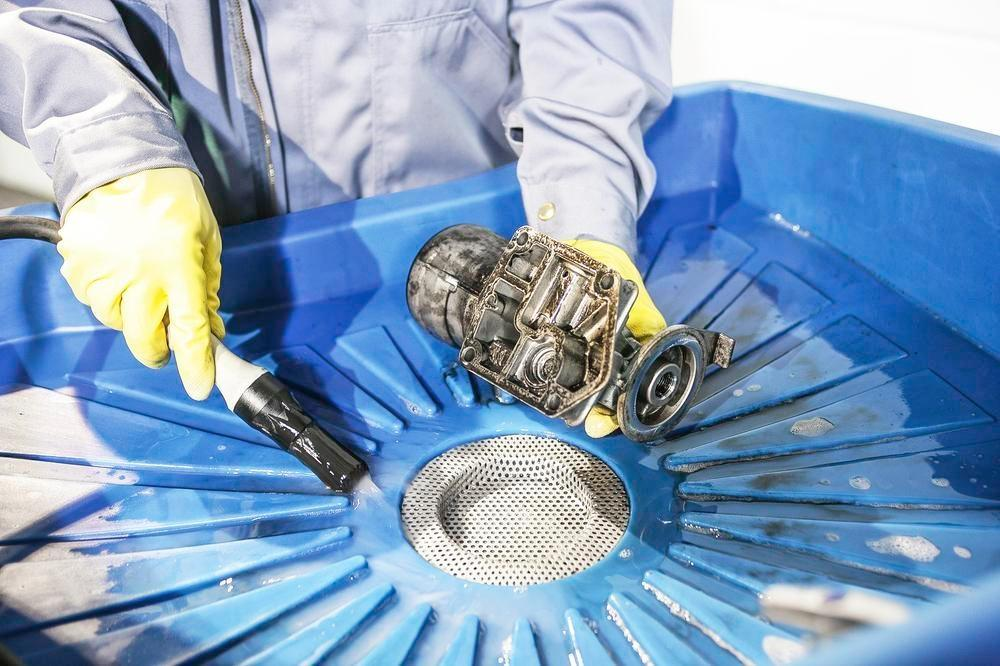 Rengøring af industrielle dele uden opløsningsmidler